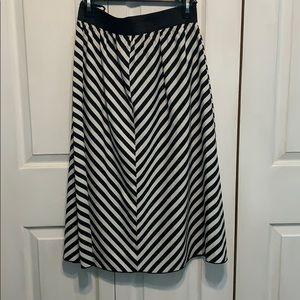 Black and white chevron print skirt